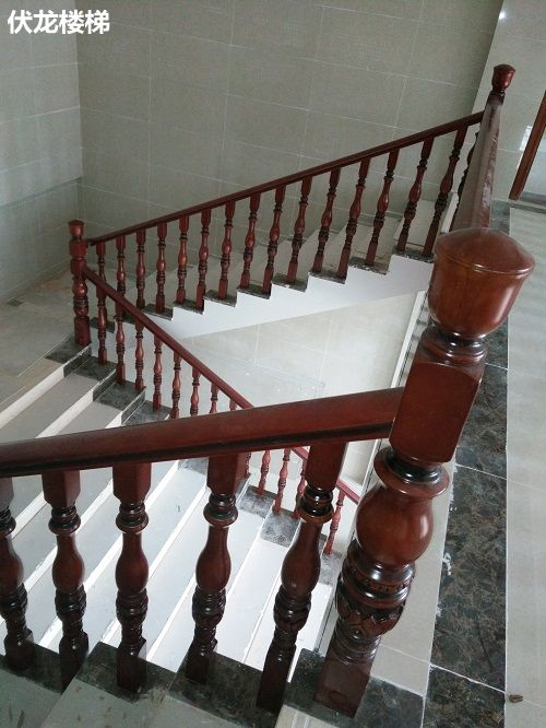 乐东实木扶手栏杆案例21_楼上