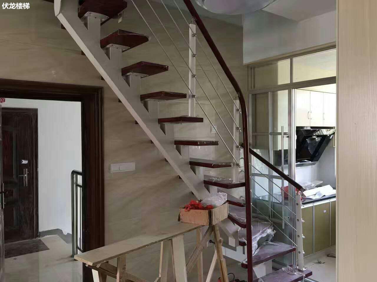 【产品12】阁楼楼梯-钢木拉丝楼梯扶手